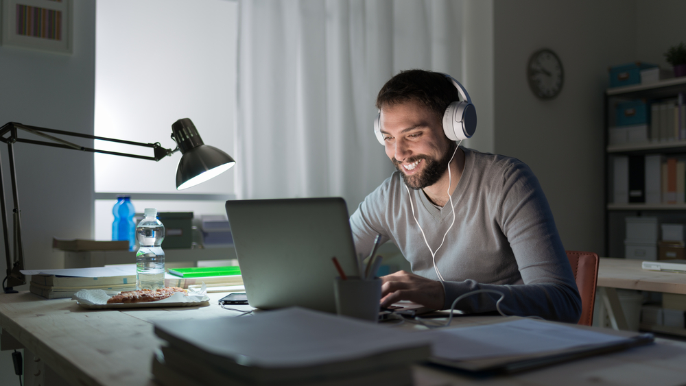 What is the best age to learn Arabic? Well if you're in your twenties, we have good news for you! Read this article on how you can overcome distractions
